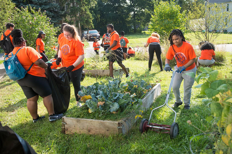 Buffalo State students help community agencies at Bengals Dare to Care Day